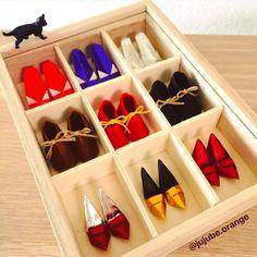 折り紙『小人の靴屋さん』👞👠👡  作り方→ベビーシューズ『すてきな折り紙』山口真/著、ハイヒールはYouTube(sangitaniarts channel)   今まで作った靴をケースに詰めました。  またまだ品揃え増やしたい😄   #折り紙 #おりがみ #折り紙アート #折り紙作品 #折り紙靴 #折り紙の靴 #靴の折り紙 #靴 #こびとのくつ #小人の靴 #こびとの靴 #こびとのくつや #可愛い折り紙 #かわいいおりがみ  #origami #origamiart #paperfolding #origamishoes #shoesorigami #shoes #theelvesandtheshoemaker #종이접기 #折纸 #摺紙 #оригами #พับ Shoe Rack, Shoe Racks