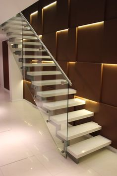 Love the metal and glass side railing to this floating staircase Home Stairs Design, Stair Railing Design, Interior Stairs, Modern House Design, Home Interior Design, Railings, Staircase Wall Decor, House Staircase, Stair Walls