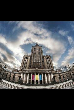 Największe urodziny w mieście. Pałac Kultury i Nauki świętuje 60-kę. http://tvnwarszawa.tvn24.pl/informacje,news,najwieksze-urodziny-w-miescie-br-palac-kultury-i-nauki-swietuje-60-ke,173976.html