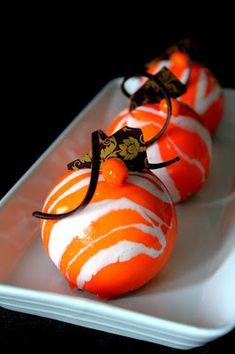 Kakkuviikarin vispailuja!: Appelsiinileivokset mirror glazella Sweet And Salty, Something Sweet, Baking Ideas, Pudding, Candy, Mirror, Breakfast, Desserts, Food