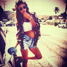 High waisted jean shorts Love this outfit