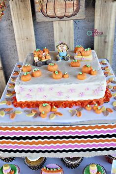 Adorable pumpkin patch party cake on prettymyparty.com #cake #party #fall #pumpkin