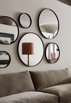 Accumulation de miroirs au salon - Relooking express : 13 idées bluffantes et pas chères - CôtéMaison.fr