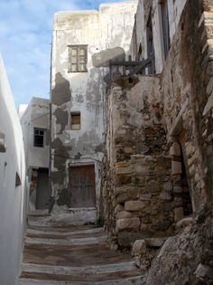 Old town section of Naxos town, Naxos Island, Greece. Built by the Venetians in the century. photo by Ηλιασ Zorba The Greek, Greek Design, Greece Islands, Natural Building, Ancient Greece, Greece Travel, Old Town, Architecture, Places