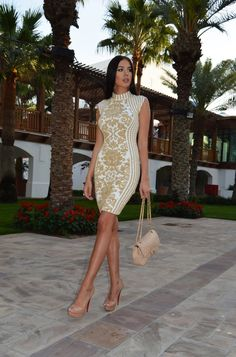 LAURA BADURA FASHION & BEAUTY: Regal Feeling