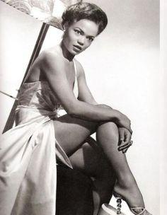 Net Image: Eartha Kitt: Photo ID: . Picture of Eartha Kitt - Latest Eartha Kitt Photo. Old Hollywood Glamour, Vintage Hollywood, Vintage Glamour, Vintage Beauty, Classic Hollywood, Vintage Fashion, Black Is Beautiful, Beautiful People, Beautiful Women
