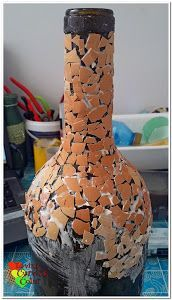 Diy Crafts - How to do decoupage, decoupage of a glass bottle inAfrican style, crafts made from eggshells, eggshell mosaic with their own hands, egg m Wrapped Wine Bottles, Wine Bottle Vases, Recycled Glass Bottles, Painted Wine Bottles, Wine Bottle Crafts, Bottles And Jars, Mason Jar Crafts, Altered Bottles, Diy Crafts