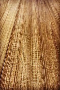 La lavorazione piano sega, dona al legno un colore e una particolarità unica al vostro progetto.  #artigianalità #pavientiinlegno #woodesign #woodworking #lavorazione Texture, Wood, Surface Finish, Woodwind Instrument, Timber Wood, Trees, Pattern