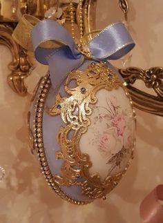 News Royal Christmas, Christmas Balls, Christmas Ornaments, Easter Egg Crafts, Easter Eggs, Easter Decor, Faberge Eggs, Egg Art, China Painting