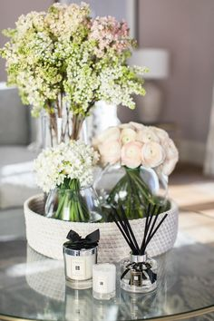 Scenting Your Home for Spring with Jo Malone London Scenting Your Home for Spring with Jo Malone London Ilka Elise B IlkaEliseB apt Decorations / Styling Laura Butler-Madden Scenting […] decoration for home flowers Sofa Table Decor, Table Decor Living Room, Decoration Table, Living Rooms, Coffee Table Styling, Decorating Coffee Tables, Candle Centerpieces For Home, Simple Centerpieces, My New Room