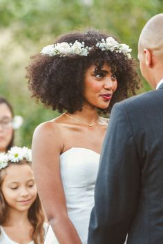 civil wedding hairstyles Ideas for nature wedding hairstyles afro Pelo Natural, Natural Curls, Natural Hair Wedding, Wedding Hairstyles Natural Hair, Natural Hair Brides, Curly Wedding Hair, Beautiful Hairstyles, Elegant Hairstyles, Curly Hair Styles