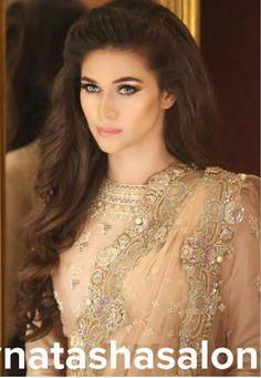 Wedding Hairstyles Pakistani Natasha Salon For 2019 Wedding Hairstyles For Girls, Party Hairstyles, Bride Hairstyles, Messy Hairstyles, Pakistani Wedding Hairstyles, Pakistani Bridal Makeup, Desi Wedding, Wedding Bride, Different Hairstyles