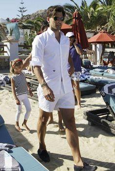 Olivia's boyfriend, Johannes Huebl, wears all white in Greece. All white summers. All White Mens Outfit, All White Party Outfits, White Summer Outfits, Beach Outfit For Men, Men Beach, Beach Outfits, Johannes Huebl, Outfit Strand, Greece Outfit