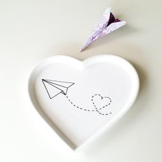 http://de.dawanda.com/product/83043435-herzteller-papierflieger