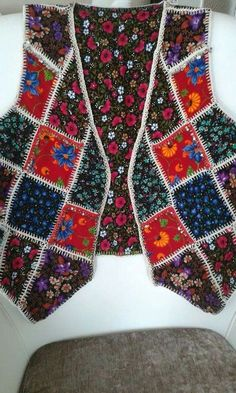 This Pin was discovered by Nhl Crochet Fabric, Knit Crochet, Crochet Clothes, Diy Clothes, Jacket Style Kurti, Knitting Patterns, Sewing Patterns, Vest Pattern, Knitted Poncho