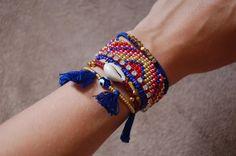 Diy Jewelry Ideas : The Camelia: DIY La manchette Hipanema Cute Jewelry, Jewelry Crafts, Beaded Jewelry, Jewelry Accessories, Handmade Jewelry, Beaded Bracelets, Jewellery, Jewelry Ideas, Bracelets Fins