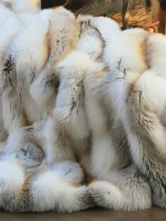 LUXE FAUX FUR - Faux fur - Design - Love it - Lifestyle - Perfect - Cozy home decor.