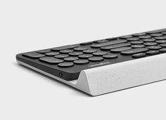Die K780 Multi-Device ist eine voll ausgestattete All-in-One-Tastatur mit Nummernblock im eleganten Design, die auch mit Smartphones und Tablets reibungslos funktioniert! Hier entdecken und shoppen: https://sturbock.me/e7M