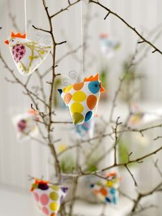 colourful chickens for easters Christmas Love, Diy Christmas Gifts, Christmas Ornaments, Craft Gifts, Diy Gifts, Chicken Crafts, Easter Tree, Diy Ostern, 242