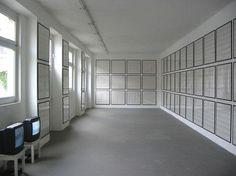 """Installationsansicht Konrad Fischer Galerie: Hanne Darboven """"42/100 Ein Jahrhundert"""", 1969 – 2002"""