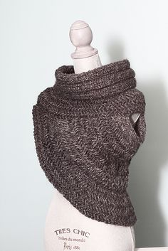 Katniss Cowl~ Hunter Cowl pattern on Ravelry. Yarn used in this pic is Lion Brand Wool-Ease Thick & Quick in the Granite