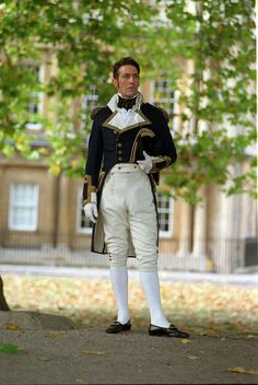Ciaran Hinds is a heartbreaker as Captain Wentworth in the best adaptation of Jane Austen's best book, Persuasion. Ciaran Hinds, Jane Austen Movies, Georgette Heyer, Regency Dress, Regency Era, Pride And Prejudice, Historical Costume, Cinema, Costume Design