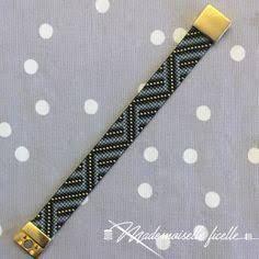 austas rokassprādzes ile ilgili görsel sonucu Bracelet Patterns, Beading Patterns, Bead Loom Bracelets, Tear, Sea Glass Jewelry, Loom Beading, Beautiful Hands, Friendship Bracelets, Jewelery
