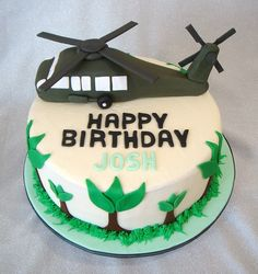 Blackhawk Helicopter Birthday Cake Rebecca we need to save this cake for Marco :) show your mama Army Birthday Cakes, Army's Birthday, Planes Birthday, Birthday Cake With Photo, Army Cake, Military Cake, Military Party, Army Party, Helicopter Cake