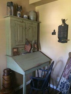Nice primitive desk. ❤️