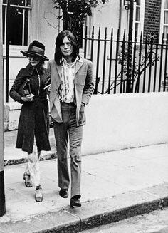 Marianne Faithfull and Mick Jagger leaving their flat in London by Roy Cummings | 1969