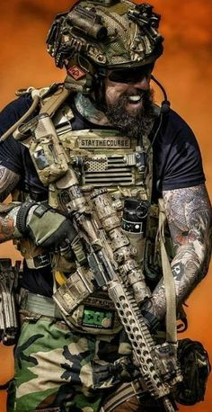 Special Forces boots on the ground tactical expert. Tactical Beard, Tactical Armor, Tactical Survival, Survival Gear, Special Forces Gear, Military Special Forces, Military Guns, Military Weapons, Armas Airsoft