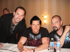 Awesome picture of Zak,Nick and Aaron! Lol Aaron's face