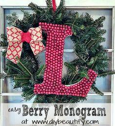How to make a berry monogram wreath at www.diybeautify.com