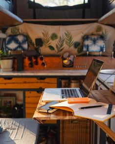 For anyone who wants to be a digital nomad, this article has the perfect vanlife organization ideas and hacks for a DIY campervan build. Lot's of mobile office ideas and some cool jobs I didn't know you could do in a campervan! Van Camping, Camping Hacks, Camping Ideas, Van Dwelling, Camping Aesthetic, Camping Organization, Organization Ideas, Mobile Office, Car Travel