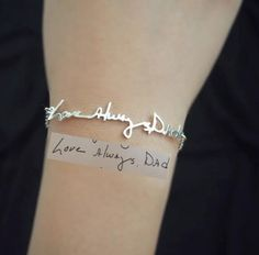 Signature Bracelet- Handwriting/Keepsake Bracelet/Bridesmaid Gift/Mother's Day Gift par MichPersonalized sur Etsy https://www.etsy.com/fr/listing/208838006/signature-bracelet-handwritingkeepsake