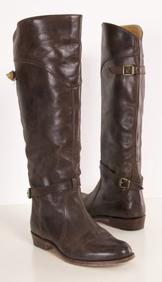 Frye Leather Brown Flat Boots - After a much indecisiveness on which fabulous pair of Frye boots to get, I think these are the winner. Frye Boots, Bootie Boots, Ugg Boots, Cute Shoes, Me Too Shoes, Brown Flat Boots, Black Boots, Mode Inspiration, Crazy Shoes