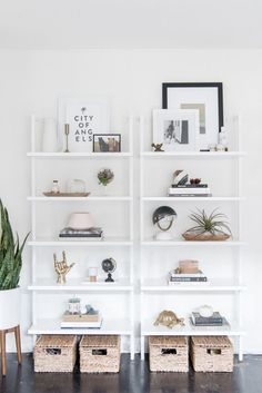 DIY Shelf - Get the Look: Modern Bookshelf Styling Modern Bookshelf, Bookshelf Styling, Organizing Bookshelves, Bookshelf Ideas, Bookshelf Decorating, Bookshelf Inspiration, Living Room Decor, Bedroom Decor, Bedroom Ideas