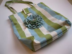 Monkey See, Monkey Do!: Big Flower Tote Bag Tutorial