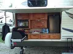 Camper with outdoor kitchen, looks like some great fun is to had!