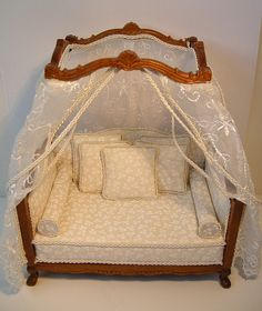 1:12 scale Day Bed, Wow!