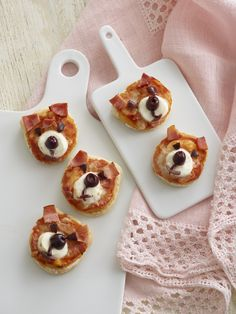 These cute Teddy Bear Pizzas will tempt even the fussiest of eaters. A great treat for parties or Teddy Bear Picnics!