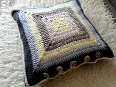 A solid granny square cushion cover- the back side/ #crochet