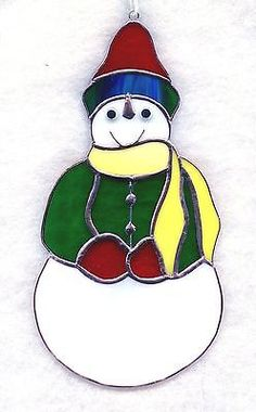 Hecho A Mano Vitral Muñeco De Nieve suncatcher (sw032) Stained Glass Ornaments, Stained Glass Christmas, Stained Glass Patterns, Glass Christmas Ornaments, Christmas Snowman, Christmas Decorations, Xmas, Mosaic Glass, Fused Glass