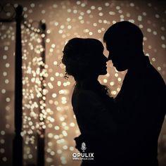 Estrellas iluminan el firmamento, tus lunares son como ellos Delicada tu piel, como las plumas de un cisne...