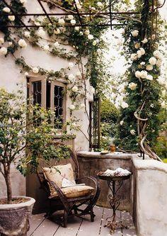 Spring balcony ideas for a queen(44)