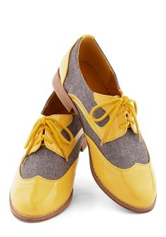 Your Sunny Day Best Flat. Even the gloomiest days get a dose of cheer when you lace up these Oxford flats! #yellow #modcloth?ufm_campaign=pdp_share