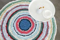 Tutoriel DIY: Réaliser un tapis au crochet à partir de vieux draps et t-shirts via DaWanda.com