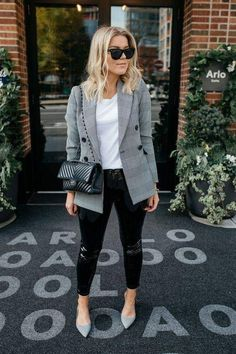 Beautiful style an oversized blazer specially designed for women Blazer Outfits Casual, Blazer Outfits For Women, Fall Fashion Outfits, Blazer Fashion, Classy Outfits, Look Fashion, Chic Outfits, Preppy Outfits, Mode Chic