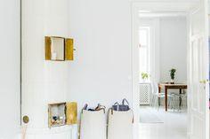 Sibyllegatan 52B på NOOKS | Hem som kanske är till salu. https://nooks.se/apartment/ed3a5009-486c-4b9b-88d0-a48fd9d025e5 #tilestove #stove #scandinaviandesign #hellonooks #nooks #vintage #stockholm #swedishdesign #interiordesign #interior #perfume #DIY #brass #brassdetails #lightinterior