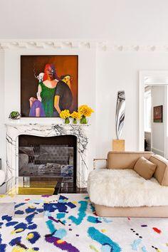 Эта невероятная по красоте и эстетической наполненности квартира в Нью-Йорке радует своих обладателей и нас с вами. Переступая порогэтих апартаментов и попадаешь в сказку. Очень много аллюзий и параллелей с современным искусством и с его классическим наследием. Кажется, что можно ходить из комнаты в комнату день за днем и ни разу не ощутить одних и …